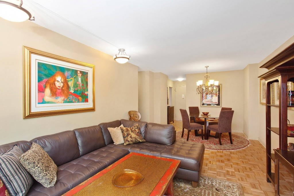 Live With Convenience At 201 East 28th Street