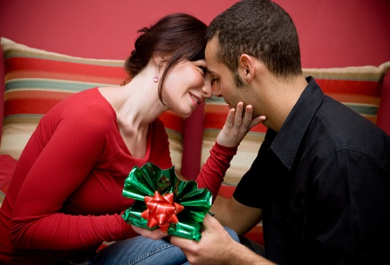 Best 10 Romantic Gifts That Will Make Him Love You Always